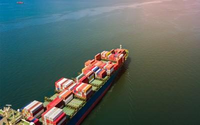 ¿Qué tipos de buques se utilizan para el transporte marítimo?